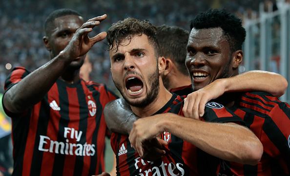 Com apenas 19 anos, Cutrone comemora seu primeiro gol em jogos oficias pelo Milan (Foto: Emilio Andreoli/Getty Images)
