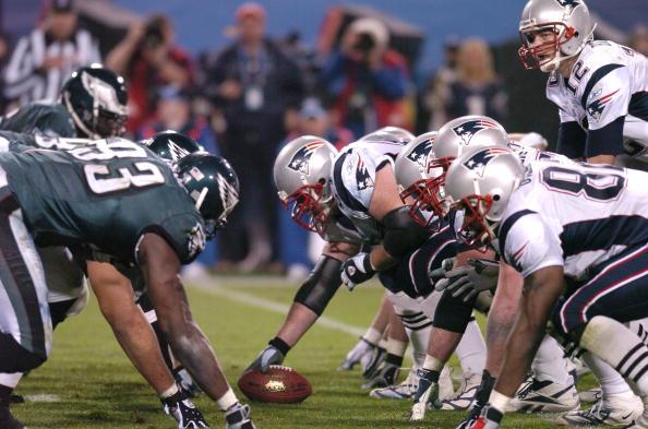 Assim como em 2005, Brady precisará passar por uma forte defesa se quiser vencer o SB (Foto: Al Messerschmidt / Getty Images)