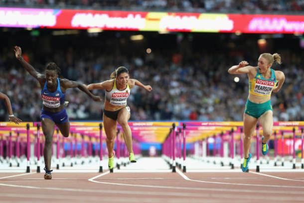 Pearson leads Harper-Nelson and Dutkiewicz over the finish line (Getty/Michael Steele)