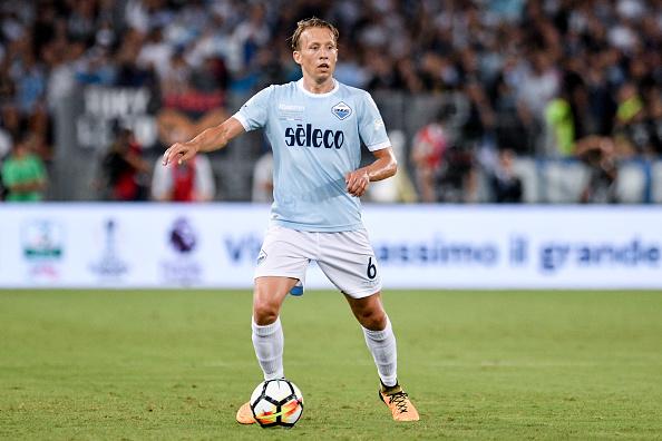 Lucas Leiva foi contratado para a vaga de Biglia, que rumou ao Milan (Foto: Giuseppe Maffia/NurPhoto via Getty Images)