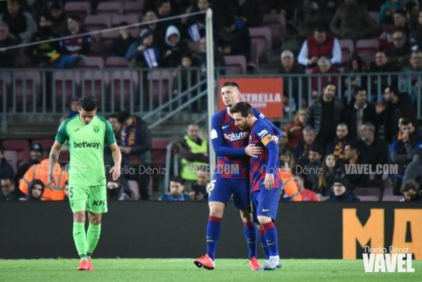 Lenglet y Messi abrazándose. FOTO: Noelia Déniz