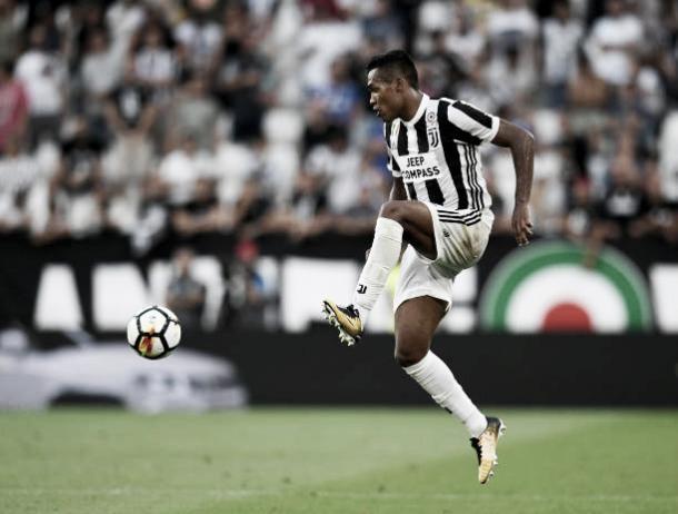 Alex Sandro atuando pela Juventus | Foto: Claudio Villa/Getty Images