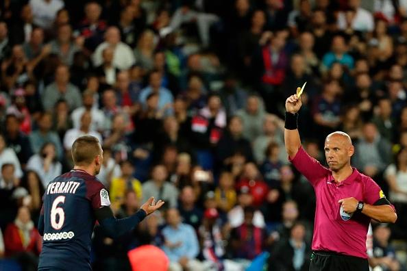 Verratti ainda foi expulso ao tomar segundo amarelo quando o jogo estava 2 a 1, mas isso não parou o PSG (Foto: Thomas Samson / AFP via Getty Images)