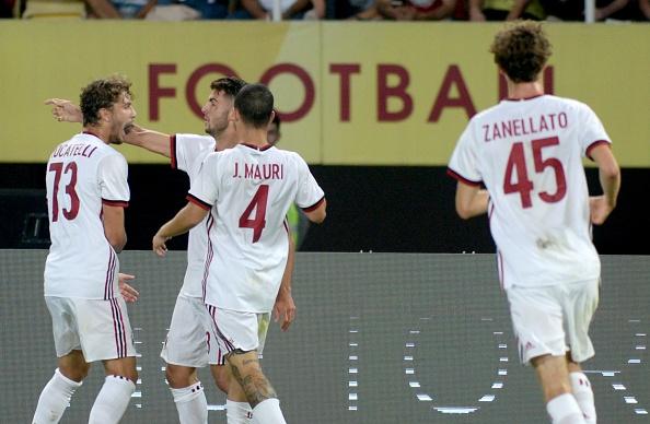 Jogadores comemoram gol de Cutrone (Foto: Nake Batev/Anadolu Agency/Getty Images)