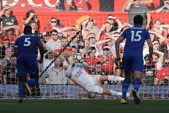 Mourinho ainda tremeu com Lukaku, mas segue imbatível na liderança