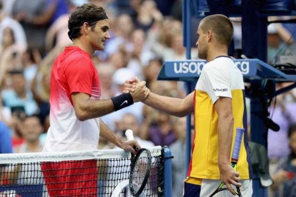 Federer and Youzhny meet after their match (Getty/Matthew Stockman)