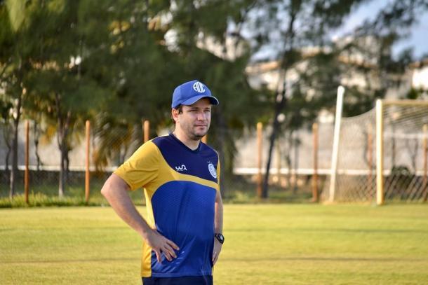 Daniel Paulista como treinador do Confiança | Foto: Divulgação/AD Confiança