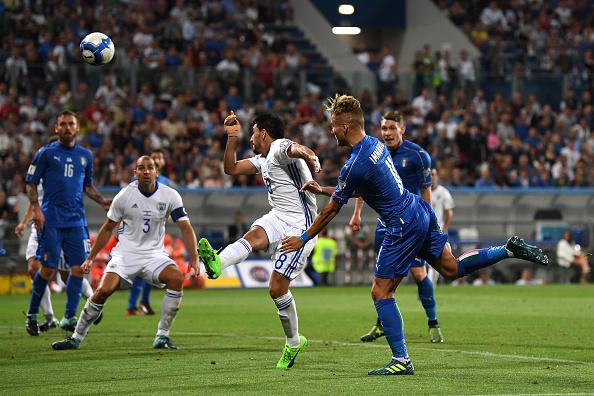 Immobile completa cruzamento de Candreva e marca 1 a 0 para a Itália (Foto: Valerio Pennicino/Getty Images)