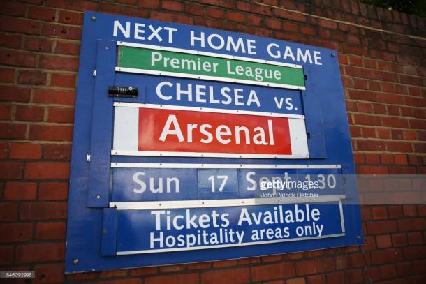 Letrero anunciando el partido de gigantes en Stamford Bridge (Foto: Getty Images)