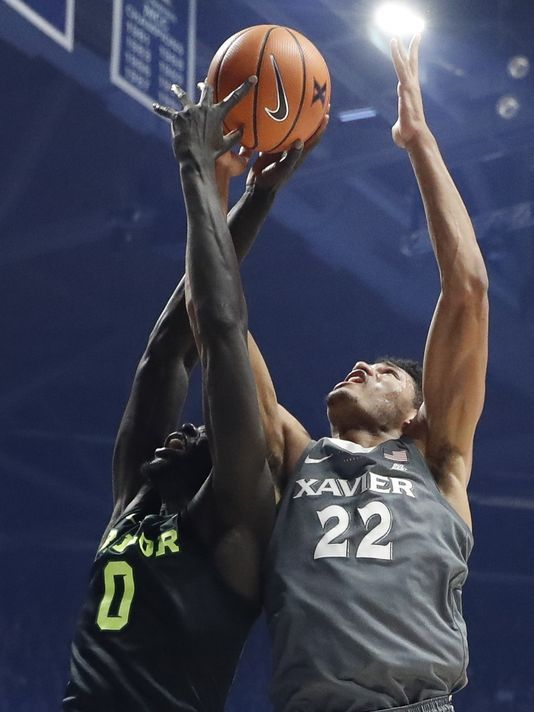 Gates goes up to contest a shot against Baylor's Jo Lual-Acuil Jr./Photo: The Associated Press