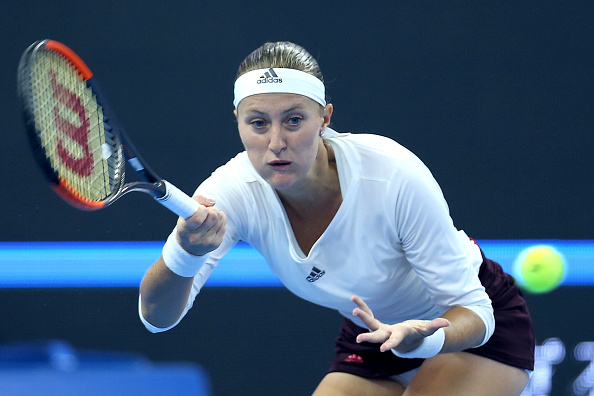 Mladenovic stumbles first in the second set | Photo: Emmanuel Wong/Getty Images