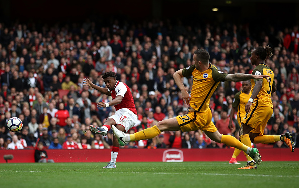 Momento da finalização do gol de Iwobi (Foto: Julian Finney / Getty Images)