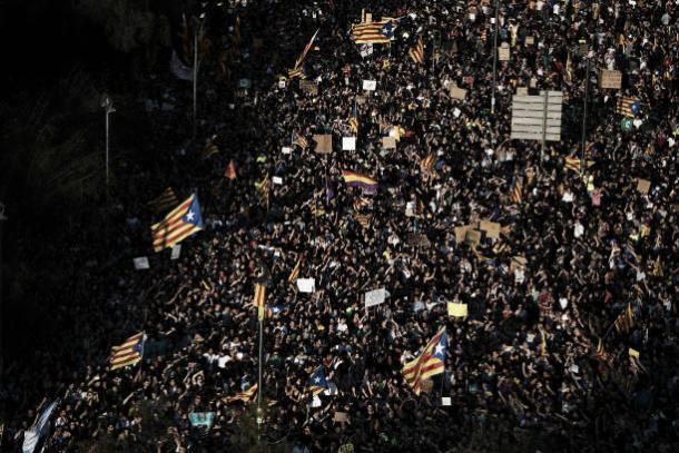 Manifestantes vão às ruas da Catalunha após o referendo | Foto: David Ramos/Getty Images