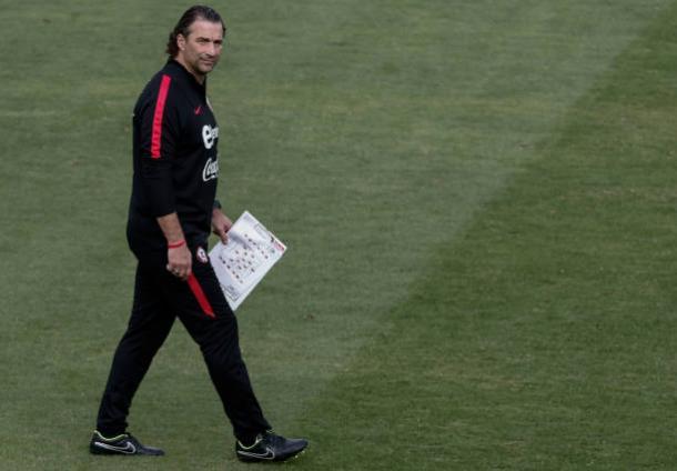 O técnico argentino Pizzi afirmou que apesar da nacionalidade pensa apenas no futuro do Chile (Foto: Getty Images)