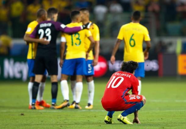 Valdívia foi um dos jogadores que sofreram de irregularidade e queda física, prejudicando o Chile (Foto: Getty Images)