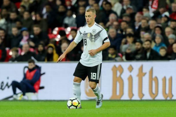 Kimmich atuando pela seleção alemã na partida entre Inglaterra x Alemana (Foto: Divulgação - Getty Images)