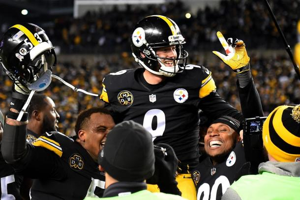 The Steelers celebrate Boswell's game-winner against the Green Bay Packers | Source: Joe Sargent-Getty Images