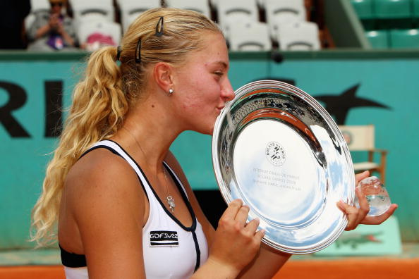 Mladenovic with the Girls' title at the 2009 French Open | Photo: Clive Brunskill/Getty Images