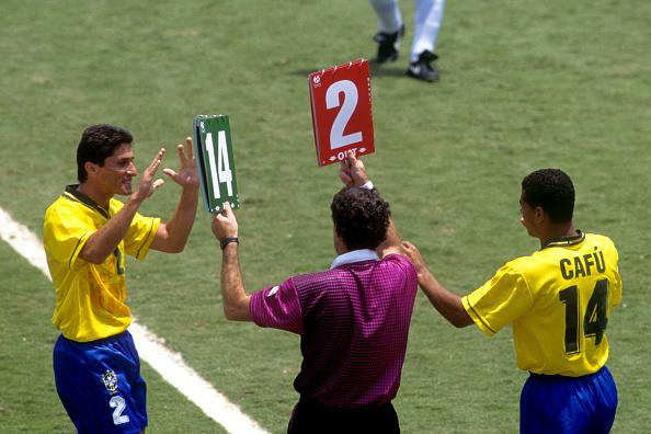 Cafu substituiu Jorginho na final contra a Itália (Foto: Peter Robinson/Getty Images)