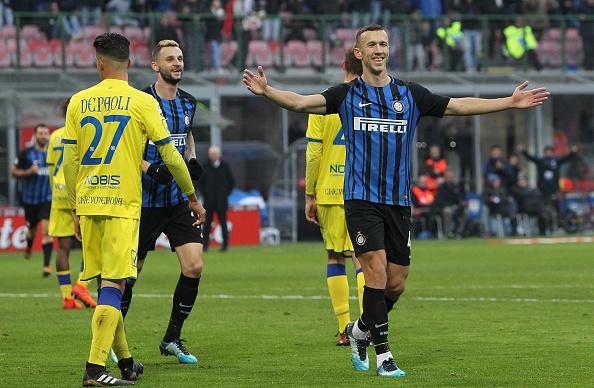 Perisic celebra seu primeiro gol no jogo (Foto: Marco Luzzani/FC Internazionale)