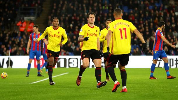 Janmaat festeja su gol con Richarlison | Foto: Premier League.