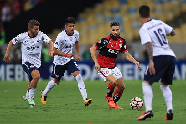 Diego não teve boa atuação contra o Independiente (Foto: Buda Mendes/Getty Images)