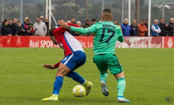 Rodrigo Rodrigues, durante el choque ante el filial del Sporting de Gijón | Foto: @rodriguues00 (Instagram)