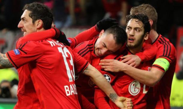 La gioia del Leverkusen, capace di battere 1-0 l'Atletico nella gara d'andata della Champions 14/15. Fonte foto: tuttosposrt.it