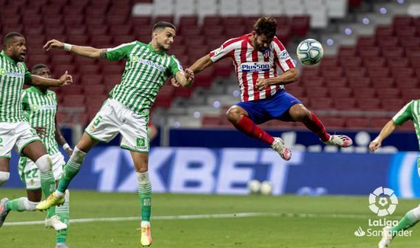 Marc Bartra y Diego Costa en la acción del gol | Fotografía: LaLiga
