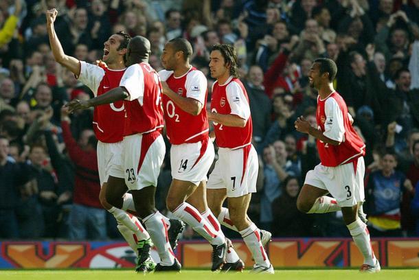 Los Gunners celebran un gol en la victoria frente al Chelsea por 2-1   FOTO: Getty Images