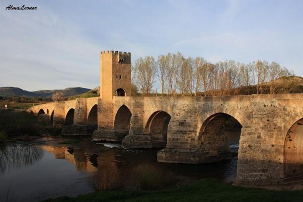 Puente medieval sobre el Ebro en Frías. Imagen: AlmaLeonor