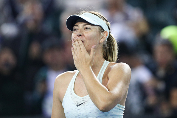 Maria Sharapova applauds the crowd after beating Alison Riske in three tough sets | Photo: Zhong Zhi / Getty Images AsiaPac