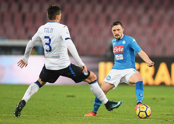Rafael Tolói e Mário Rui disputam bola no San Paolo (Foto: Francesco Pecoraro/Getty Images)