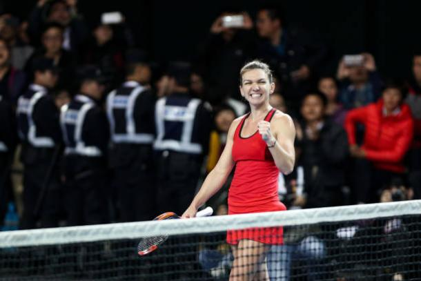 Simona Halep celebrates her win | Photo: Zhong Zhi / Getty Images AsiaPac