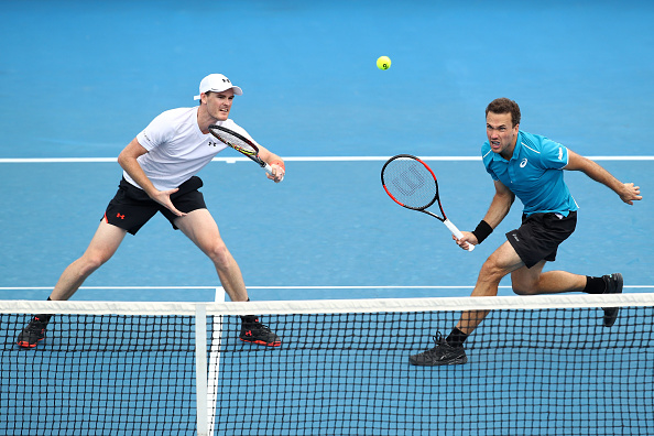 Jamie Murray and Bruno Soares both attack the ball (Photo: Clive Brunskill/Getty Images)
