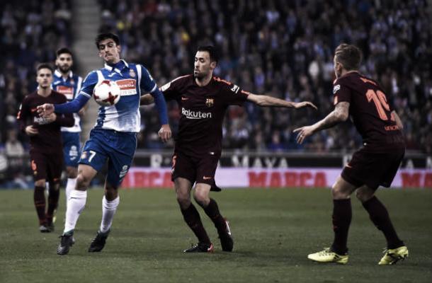 Messi erra pênalti e Barcelona perde clássico