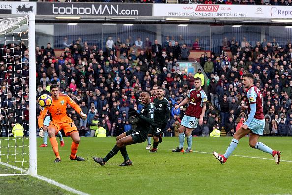 Sterling perdeu um gol sem goleiro quando o jogo estava 1 a 0 para o City (Foto: Ian MacNicol/Getty Images)