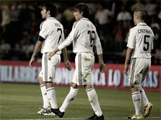 Tres de los jugadores del Real Madrid tras el pitido final. (www.realmadrid.com)