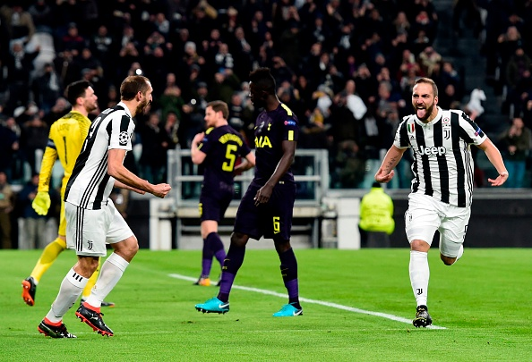 Higuaín foi o protagonista da Juventus na primeira etapa (Foto: Miguel Medina/AFP)