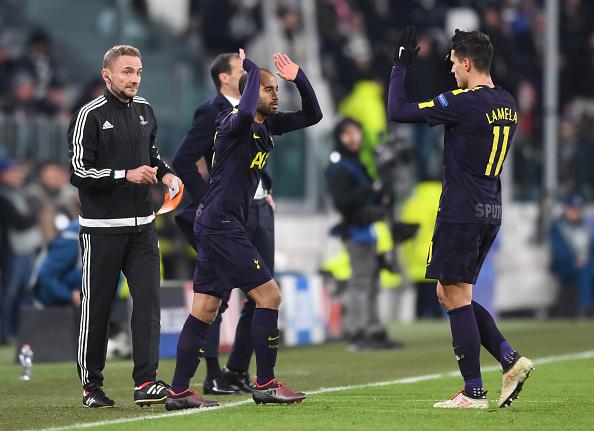 Momento em que Lucas faz sua estreia pelo Tottenham vaga de Lamela (Foto: Michael Regan/Getty Images)