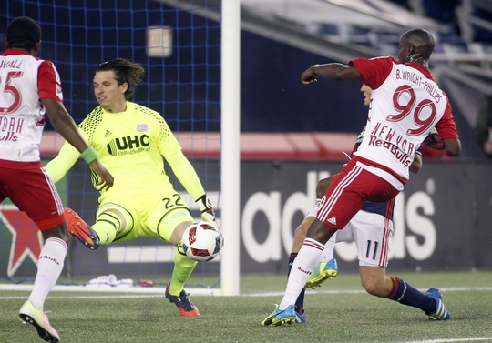Shuttleworth detiene un disparo de Wright-Phillips (Imagen: usatoday.com)
