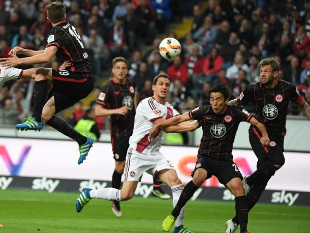 The ball bounces off of Russ and into the back of the net. (Photo: Bild)
