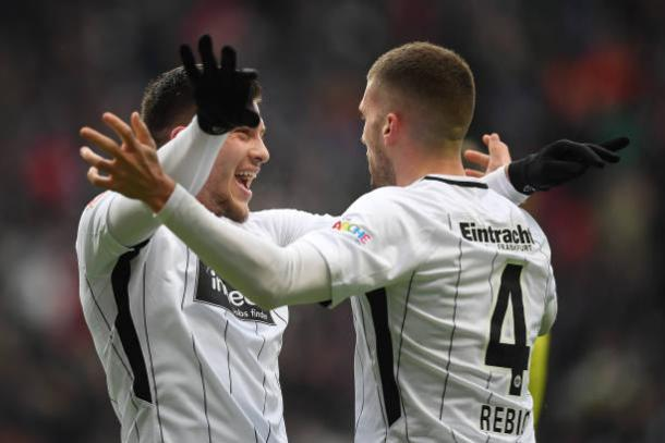 Os destaques do jogo, Jovic e Rebic (Foto: Getty Images)