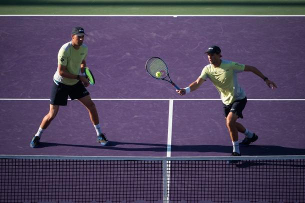 Bob and Mike Bryan in action in the Miami final (Photo: @MiamiOpen)