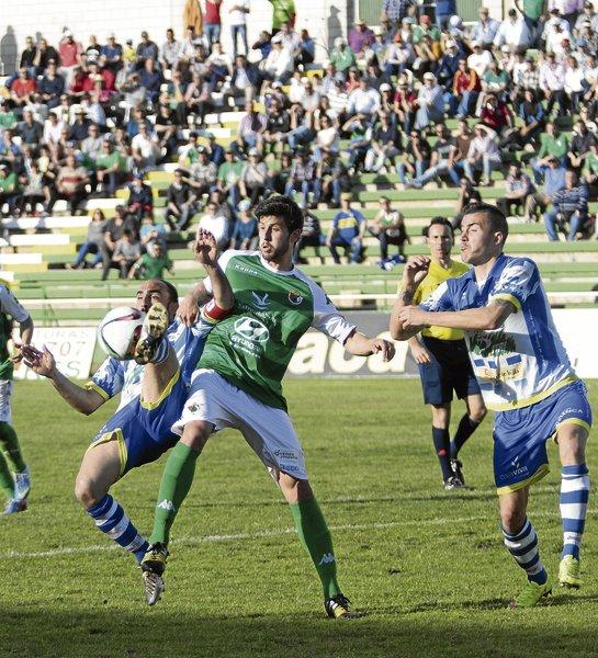Jugadores en disputa | Foto : Periódico de Extremadura