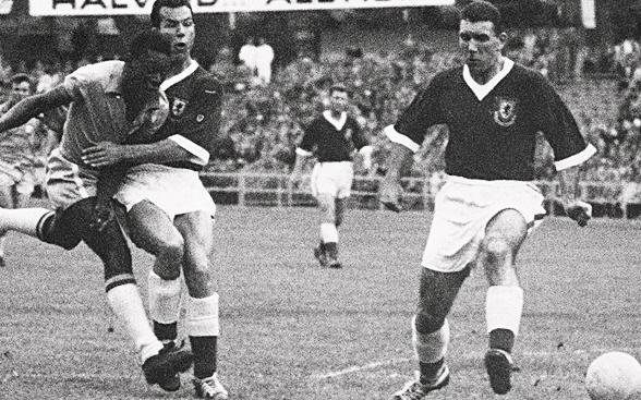 Gales e Pelé no Mundial de 1958 (Foto: Divulgação/Uefa)