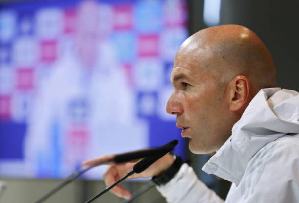 Zinedine Zidane em entrevista prévia ao clássico | Foto: Angel Martinez/Getty Images