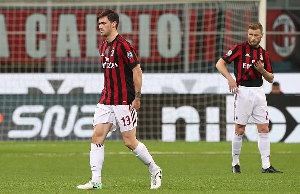 Romagnoli foi substituído aos seis minutos do primeiro tempo contra o Sassuolo (Foto: Marco Luzzani/Getty Images)