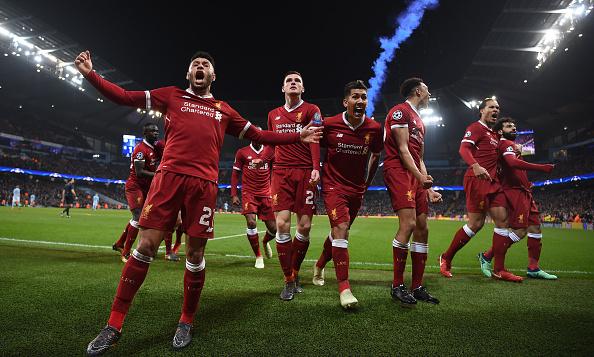 Jogadores comemoram gol de Salah (Foto: Laurence Griffiths/Getty Images)