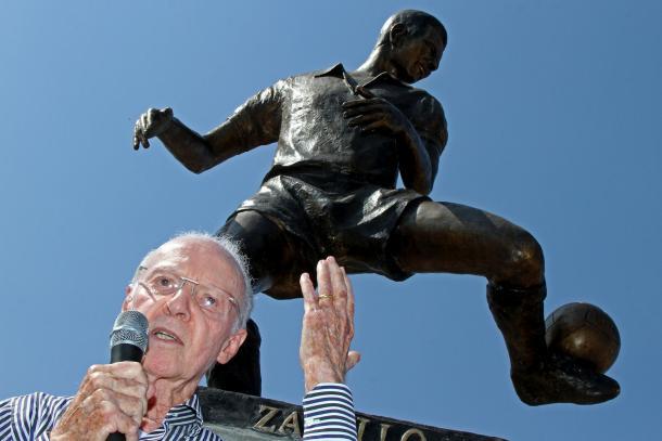 Zagallo com sua estátua no Estádio Nilton Santos: um dos maiores ídolos da história do Botafogo (Foto: Vitor Silva/SS Press/Botafogo)